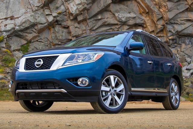 2013 Nissan Pathfinder SV Slide 0