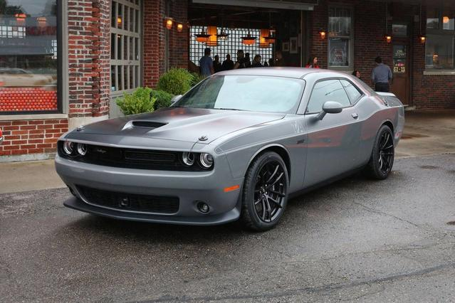 2017 Dodge Challenger SXT PLUS 2dr Car Slide 0