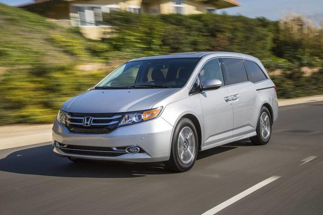 2017 Honda Odyssey SE AUTO Minivan Slide 0