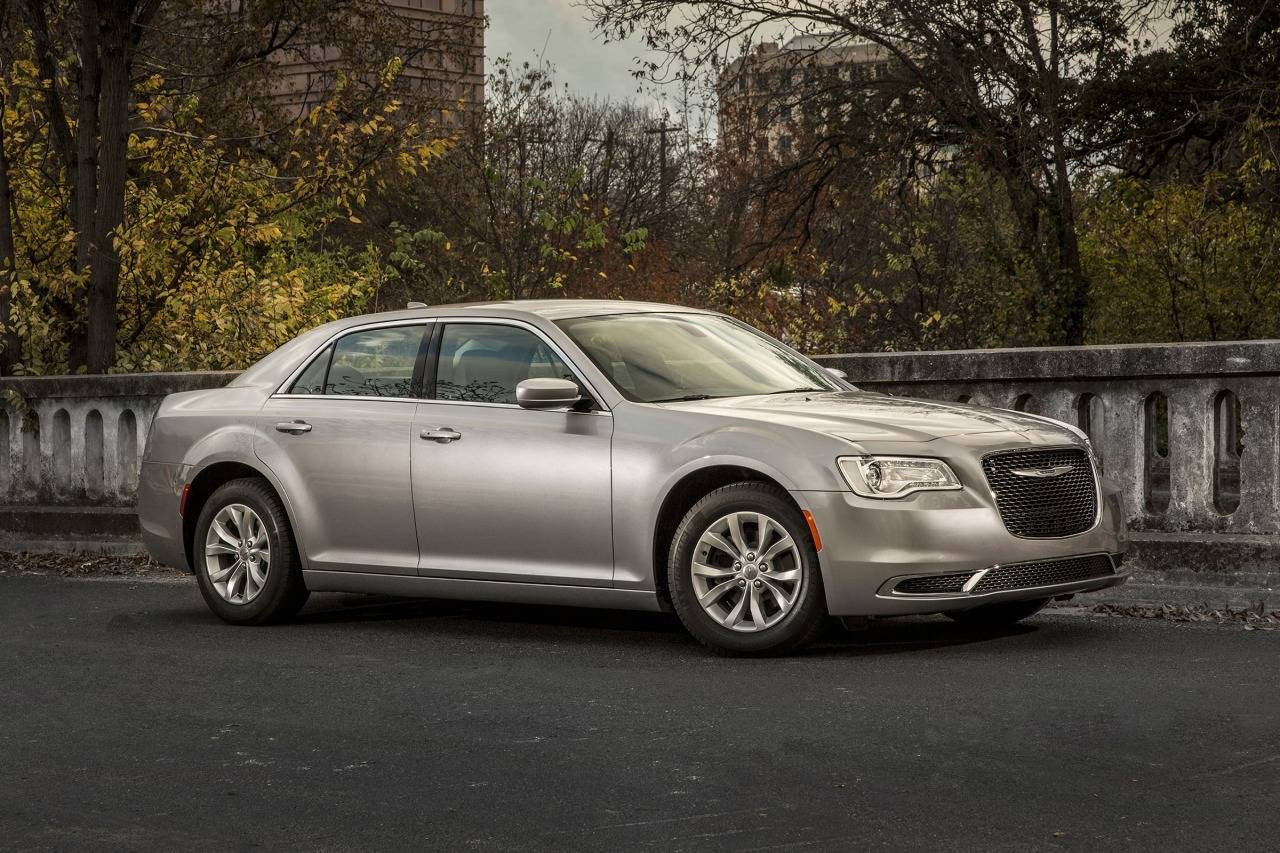 2017 Chrysler 300 300C Slide 0