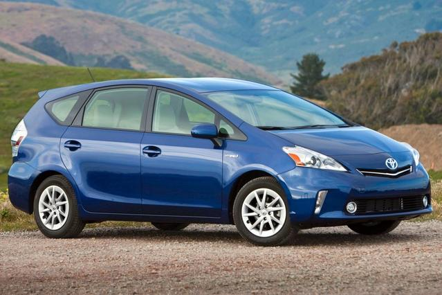 2012 Toyota Prius v FIVE Station Wagon Slide 0