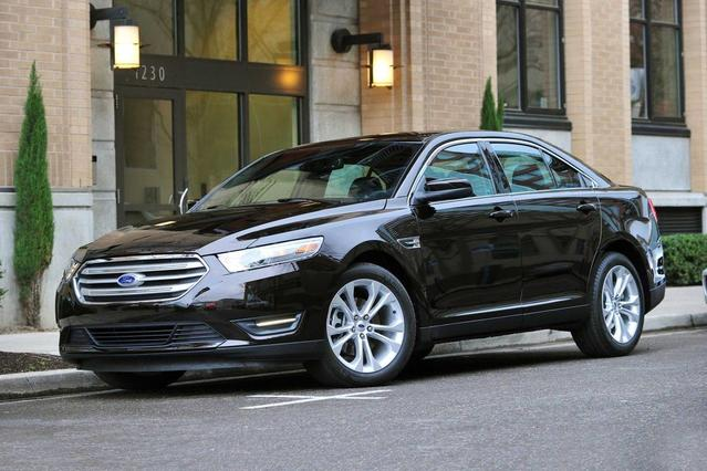 2017 Ford Taurus SE 4dr Car Slide 0