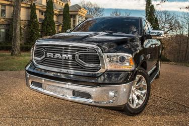 "2017 Ram 1500 LIMITED 4X4 CREW CAB 5'7"" BOX  NC"