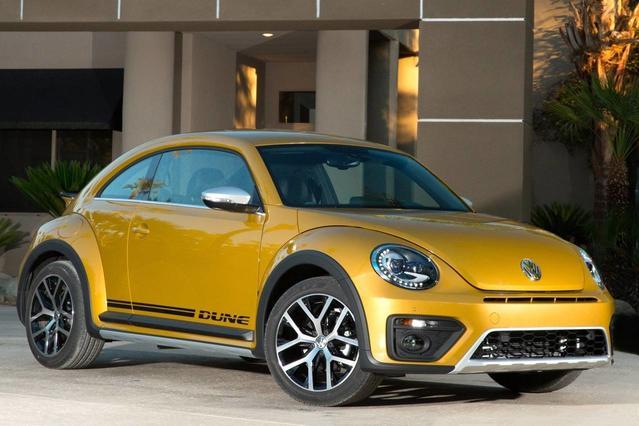 2016 Volkswagen Beetle 1.8T SE Slide 0