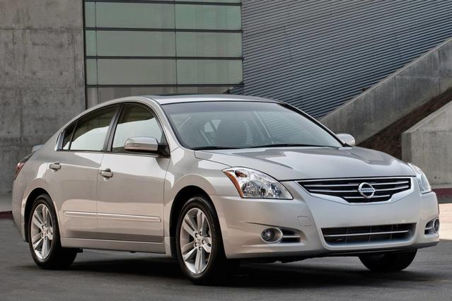 2010 Nissan Altima 2.5 S 2dr Car Slide 0