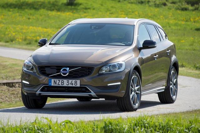 2017 Volvo V60 Cross Country T5 Slide 0
