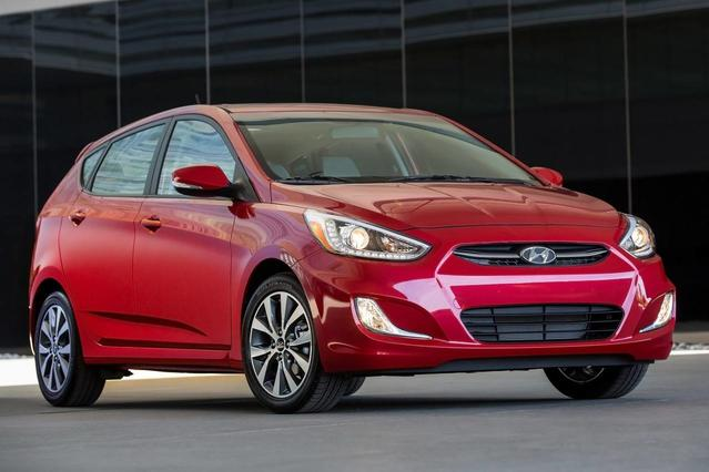 2016 Hyundai Accent SE 4dr Car Slide 0
