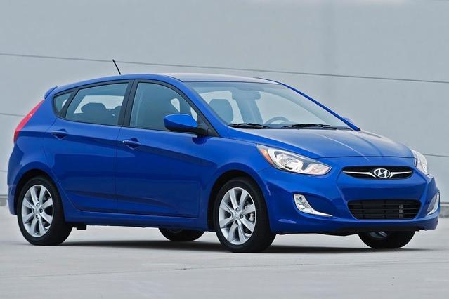 2014 Hyundai Accent GLS 4dr Car Slide 0