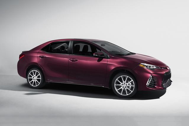 2017 Toyota Corolla SE Sedan Slide 0