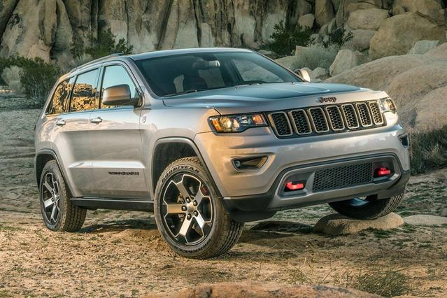 2017 Jeep Grand Cherokee ALTITUDE SUV Slide 0