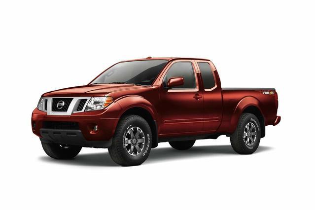 2017 Nissan Frontier PRO 4D Crew Cab Slide 0
