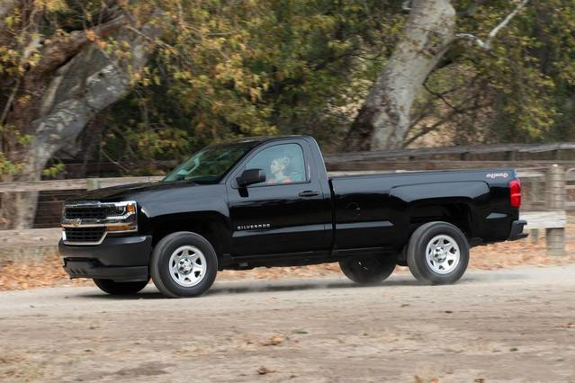 2017 Chevrolet Silverado 1500 HIGH COUNTRY Crew Cab Pickup Slide 0