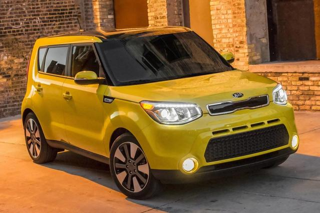 2016 Kia Soul BASE Hatchback Slide 0