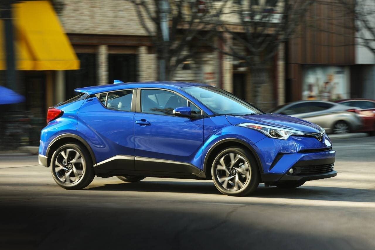 2018 Toyota C-HR XLE XLE 4dr Crossover Slide 0