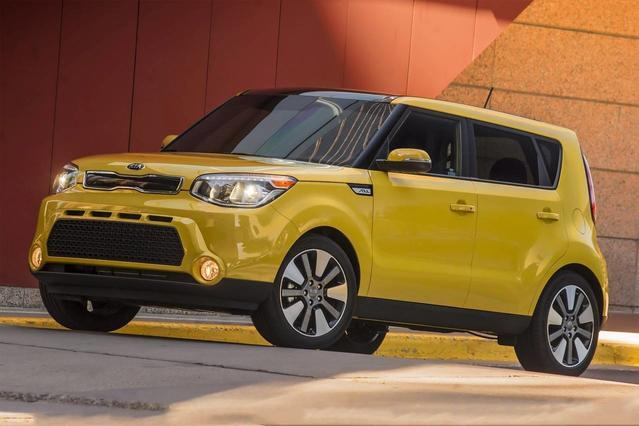 2015 Kia Soul BASE Hatchback Slide 0