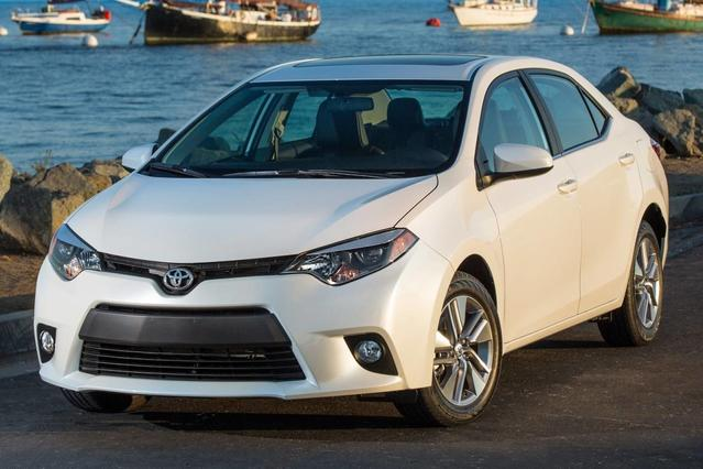 2015 Toyota Corolla LE 4dr Car Slide 0