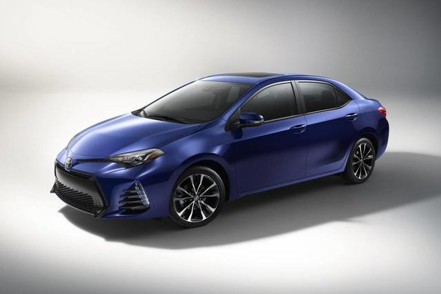 2017 Toyota Corolla XLE 4dr Car Slide 0