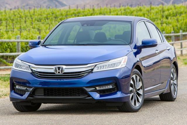 2017 Honda Accord HYBRID TOURING 4dr Car Slide 0