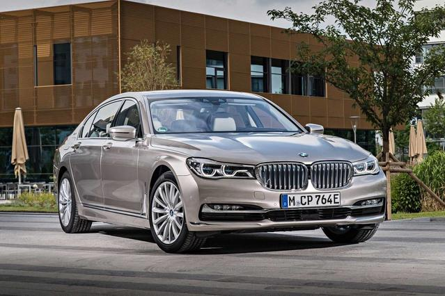 2018 BMW 7 Series 740E XDRIVE IPERFORMANCE Sedan Slide 0