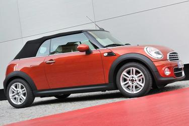 2015 MINI Cooper S BASE Slide