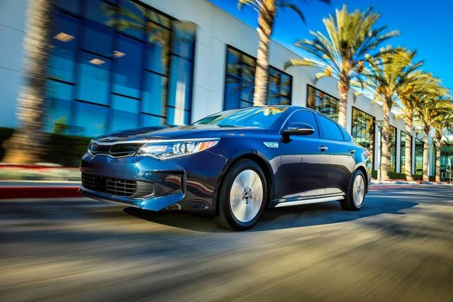 2017 Kia Optima Hybrid EX 4dr Car Slide 0