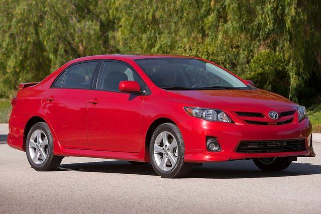 2013 Toyota Corolla  4dr Car Slide 0