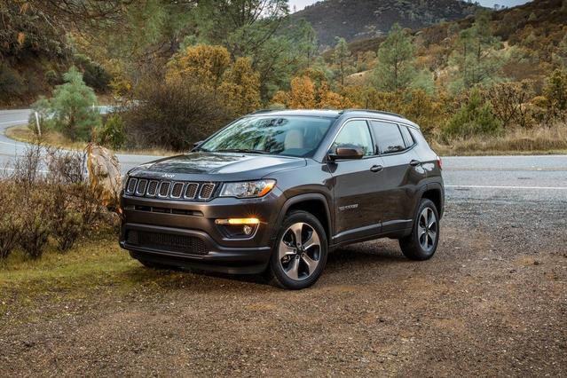 2017 Jeep New Compass LATITUDE SUV Slide 0