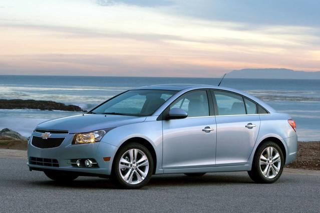 2014 Chevrolet Cruze 1LT 4dr Car Slide 0