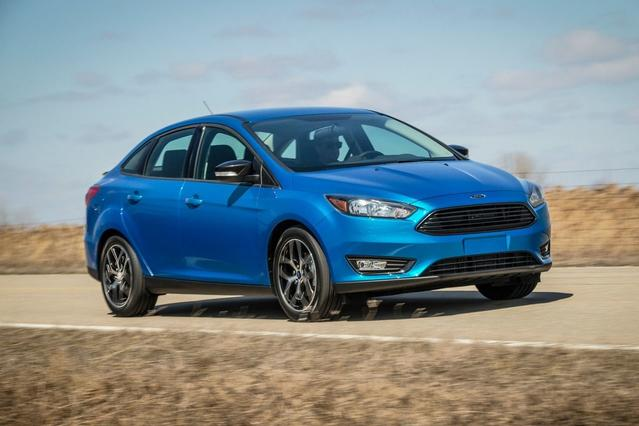 2017 Ford Focus SE 4dr Car Slide 0
