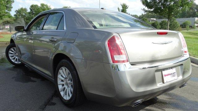 2014 Chrysler 300  4dr Car Slide 0