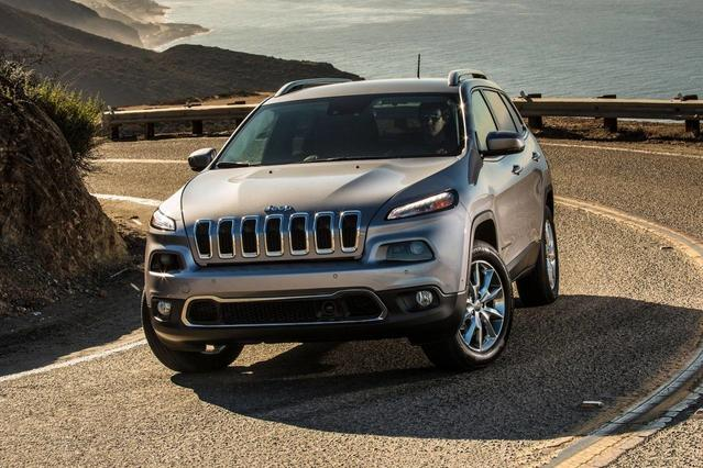 2018 Jeep Cherokee LATITUDE TECH CONNECT SUV Slide 0