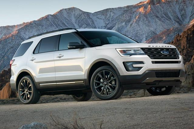 2017 Ford Explorer XLT SUV Slide 0