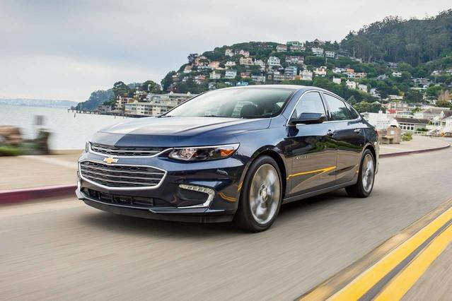 2018 Chevrolet Malibu LT 4dr Car Slide 0