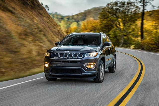 2018 Jeep Compass LATITUDE SUV Slide 0