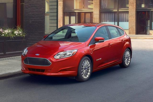 2017 Ford Focus SEL Hatchback Slide 0