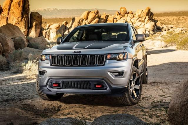 2018 Jeep Grand Cherokee TRAILHAWK SUV Slide 0