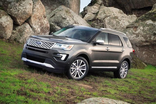 2018 Ford Explorer XLT SUV Slide 0