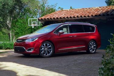 2018 Chrysler Pacifica LIMITED Minivan North Charleston SC
