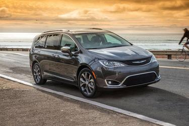 2018 Chrysler Pacifica TOURING L Minivan North Charleston SC