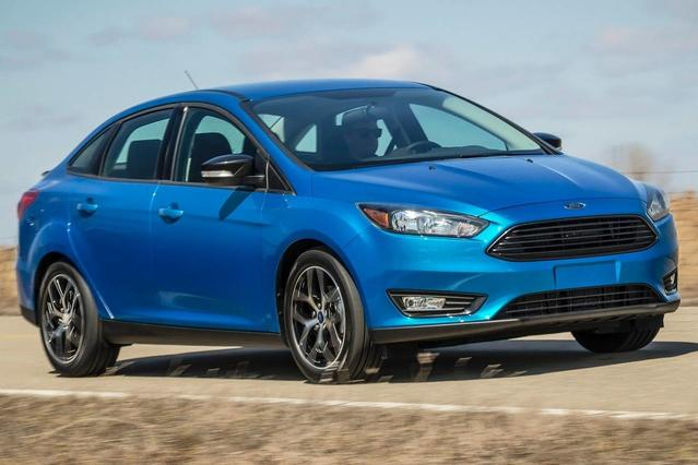 2016 Ford Focus SE Slide 0