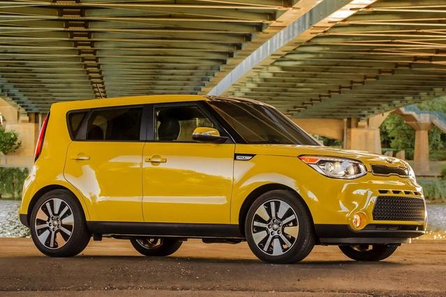 2015 Kia Soul PLUS Hatchback Slide 0