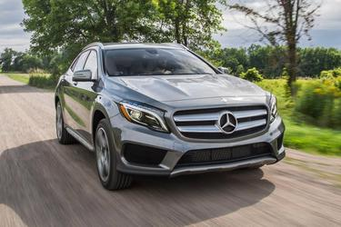 2017 Mercedes-Benz GLA 250 SUV Slide