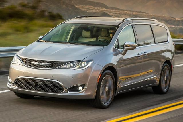 2017 Chrysler Pacifica TOURING L PLUS Minivan Slide 0