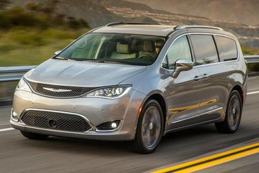 2017 Chrysler Pacifica TOURING-L PLUS Minivan Slide