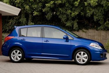 2010 Nissan Versa 1.8 S 4dr Car