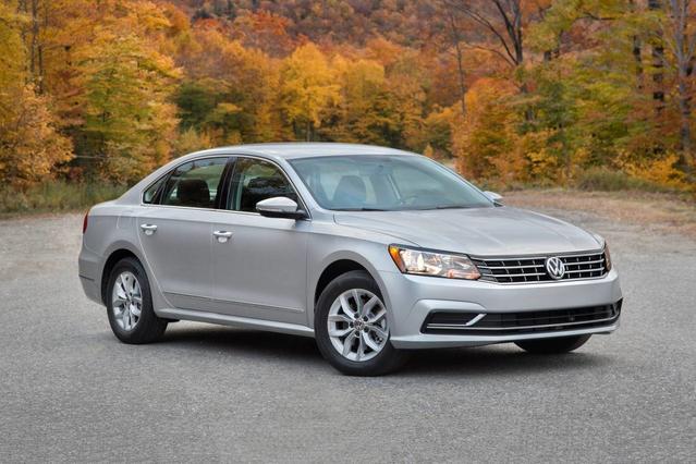 2018 Volkswagen Passat 2.0T R-LINE 4dr Car Slide 0