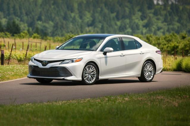 2018 Toyota Camry XSE 4dr Car Slide 0