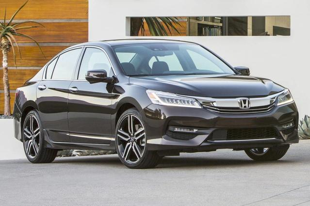 2017 Honda Accord SPORT 4dr Car Slide 0
