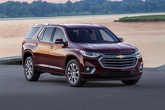 2018 Chevrolet Traverse LT Slide 0