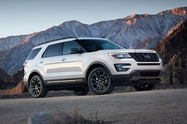 2018 Ford Explorer XLT Slide 0